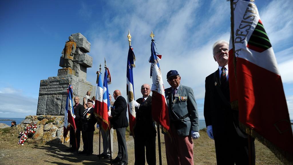 Commémorations en août 2013 sur l'île de Sein.  − JEAN-SEBASTIEN EVRARD / AFP