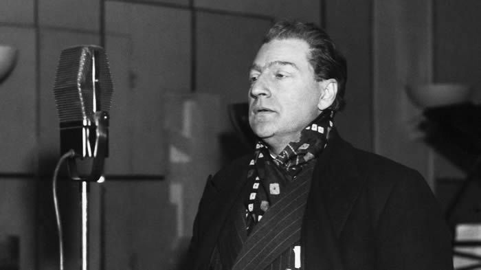 Sacha Guitry à la radio