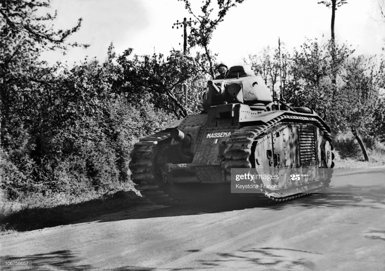 Le char lourd français B1 bis est le plus puissant des blindés en 1940, il posera de sérieux problèmes à l'armée allemande.