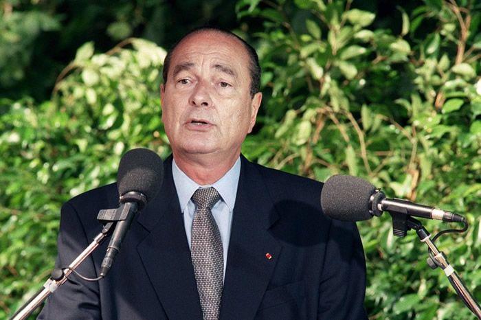 Photo prise le 16 juillet 1995 du président de la République Jacques Chirac prononçant un discours lors des cérémonies commémoratives de la rafle du Vel d'Hiv le 16 juillet 1942. Crédit : Jack Guez / AFP