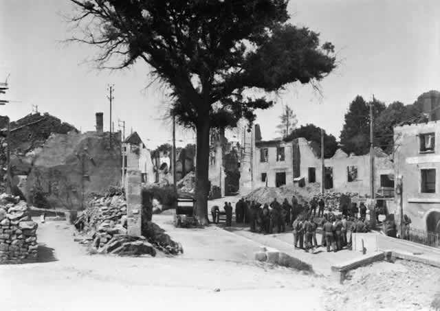Les soldats américains découvrent les ruines d'Oradour en 1945 Getty / Keystone