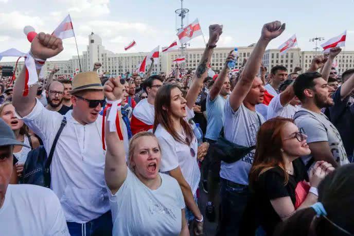 Manifestation à Minsk, le dimanche 16 août 2020. SERGEI GRITS / AP