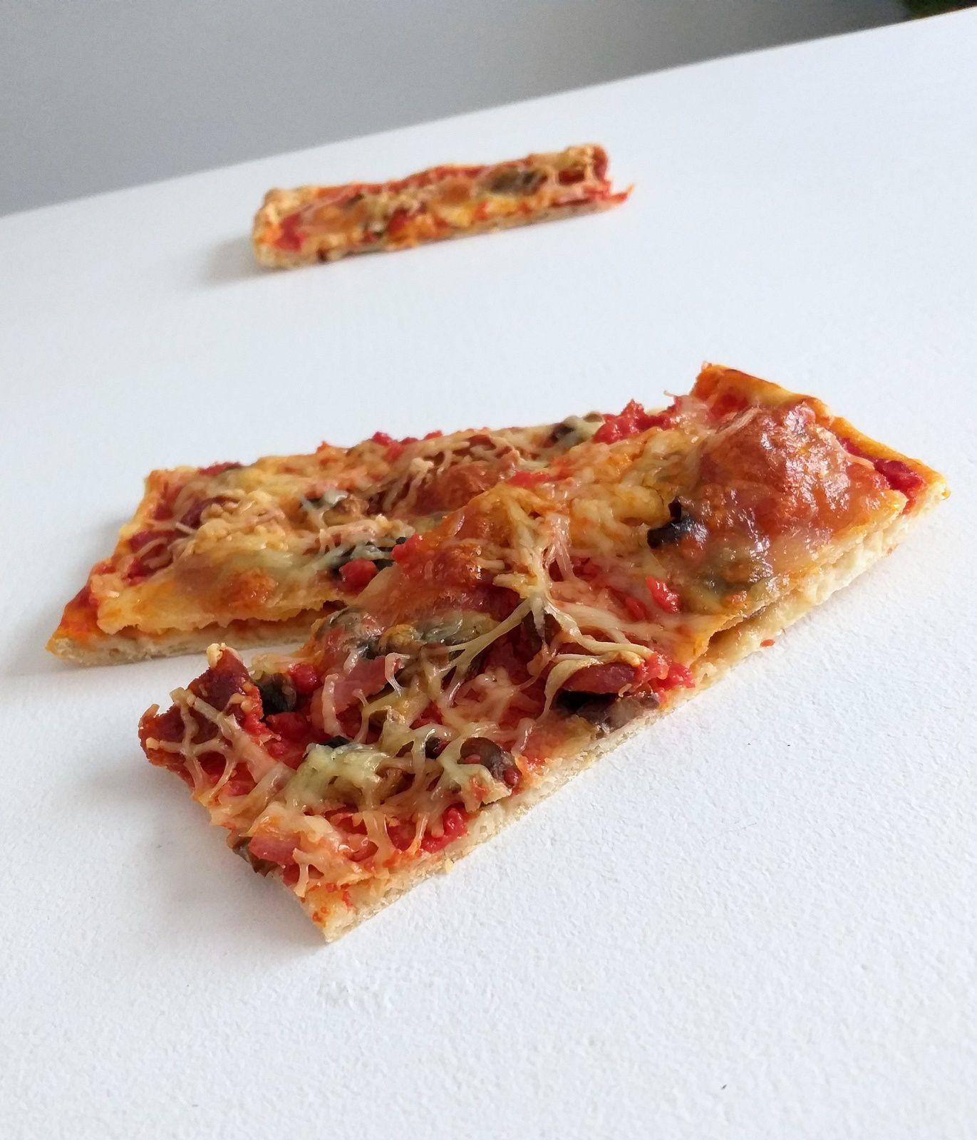 Pizza chorizo, jambon et champignons