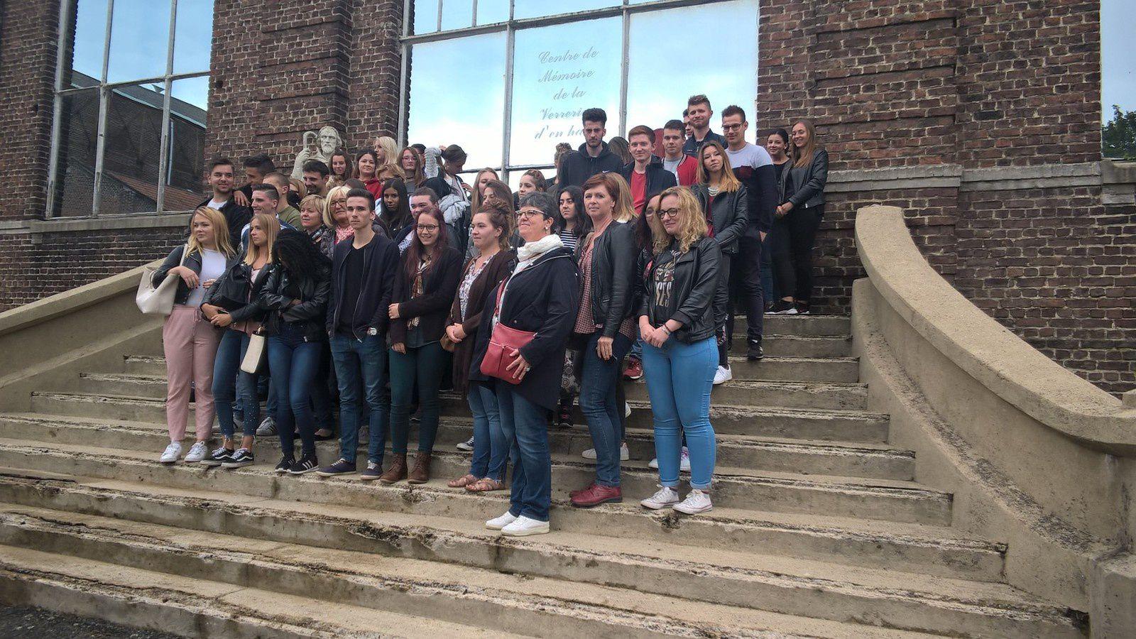 Nous avons reçu ce jour à la demande de Mme Annick BARBET, professeur, 54 élèves de 1ère et 2ème année de BTS et 5 professeurs du Lycée Pasteur de Somain. Cette visite a duré 2H30 , merci aux élèves pour leur intérêt et aux enseignantes.