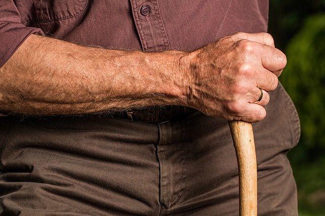 statistiques concernant les pensions brutes mensuelles des retraités en France