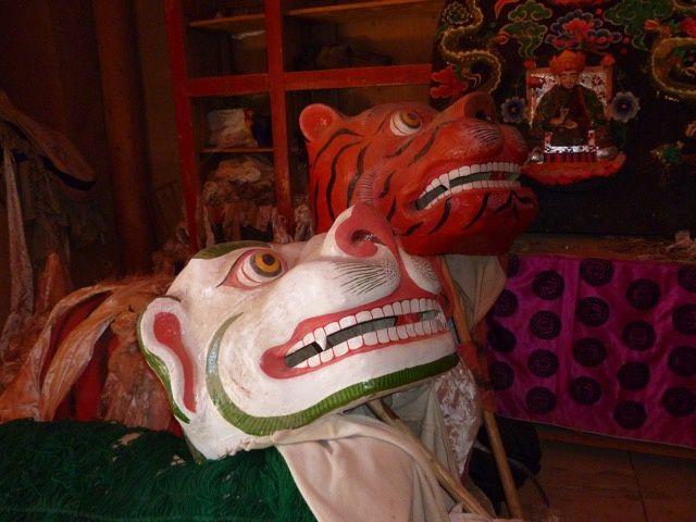 Dans un temple en Amdo (Tibet). Photographie par N. Gauthard