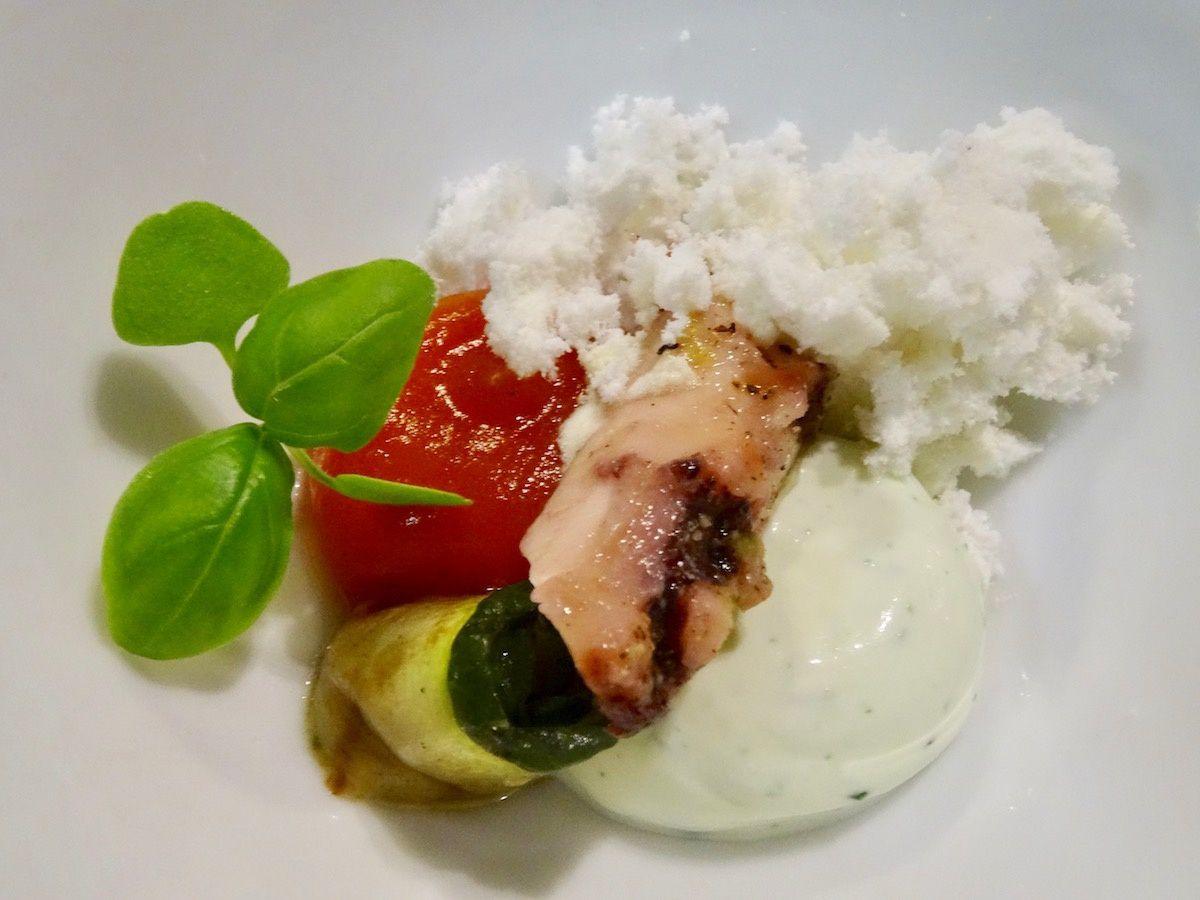 Calamar, basilic, poivron et courgette
