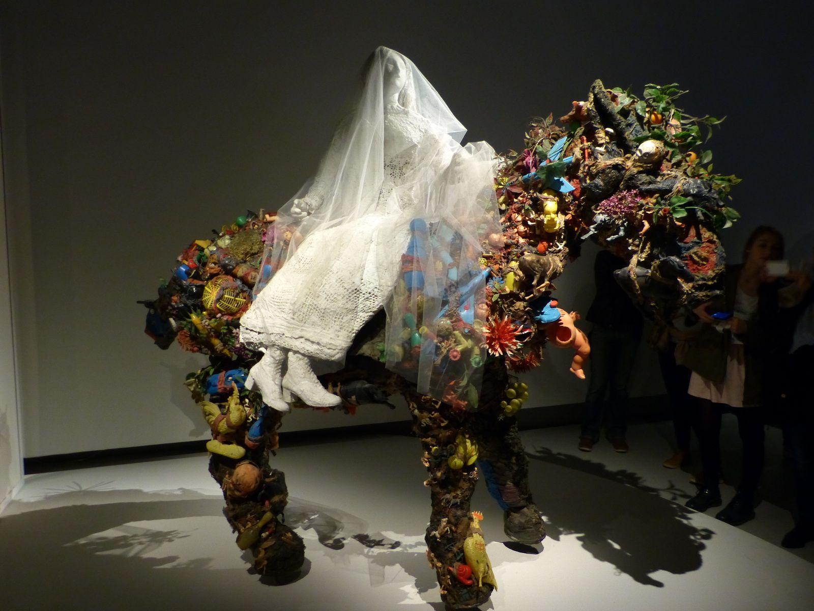Niki de Saint Phalle = une explosion de formes, de couleurs, de sensualité, de femmes....