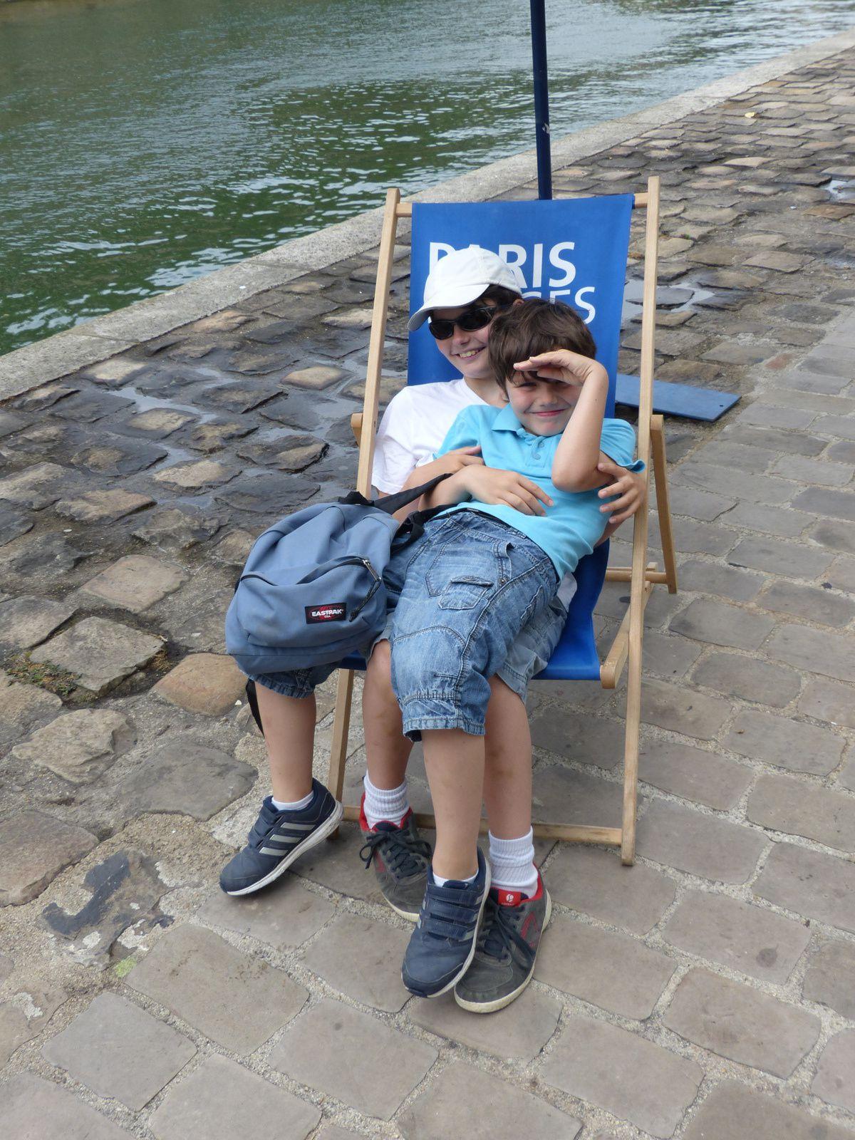 à l:exception des clichés ou ils figurent tous 2 ensemble, toutes les photos ont été prises ce lundi 20 juillet 2015 par mes 2 petits fils....Remerciements à Mme Hidalgo, maire de Paris, d'être venue à notre rencontre...
