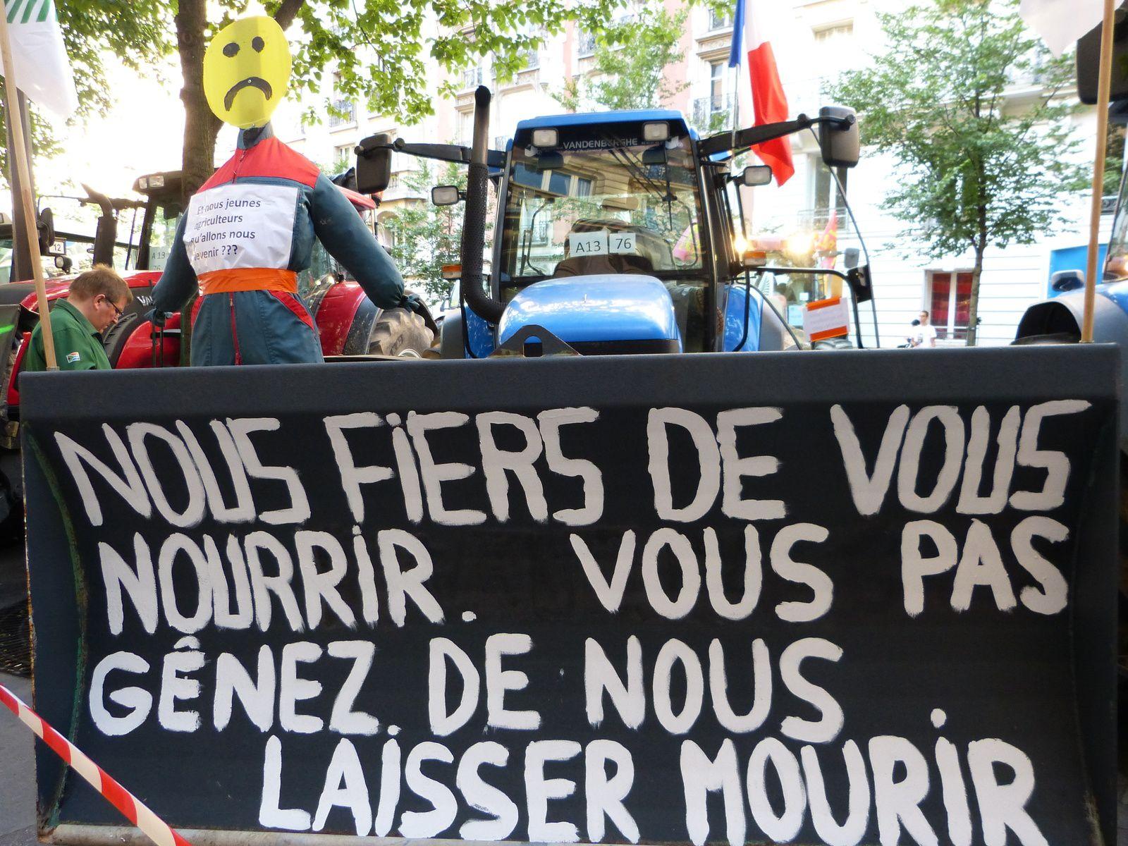Jeudi 3 septembre 2015 = 1800 tracteurs manifestent à la Nation...