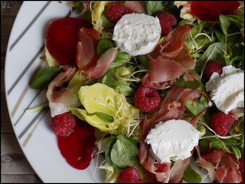 Salade jambon chèvre framboises
