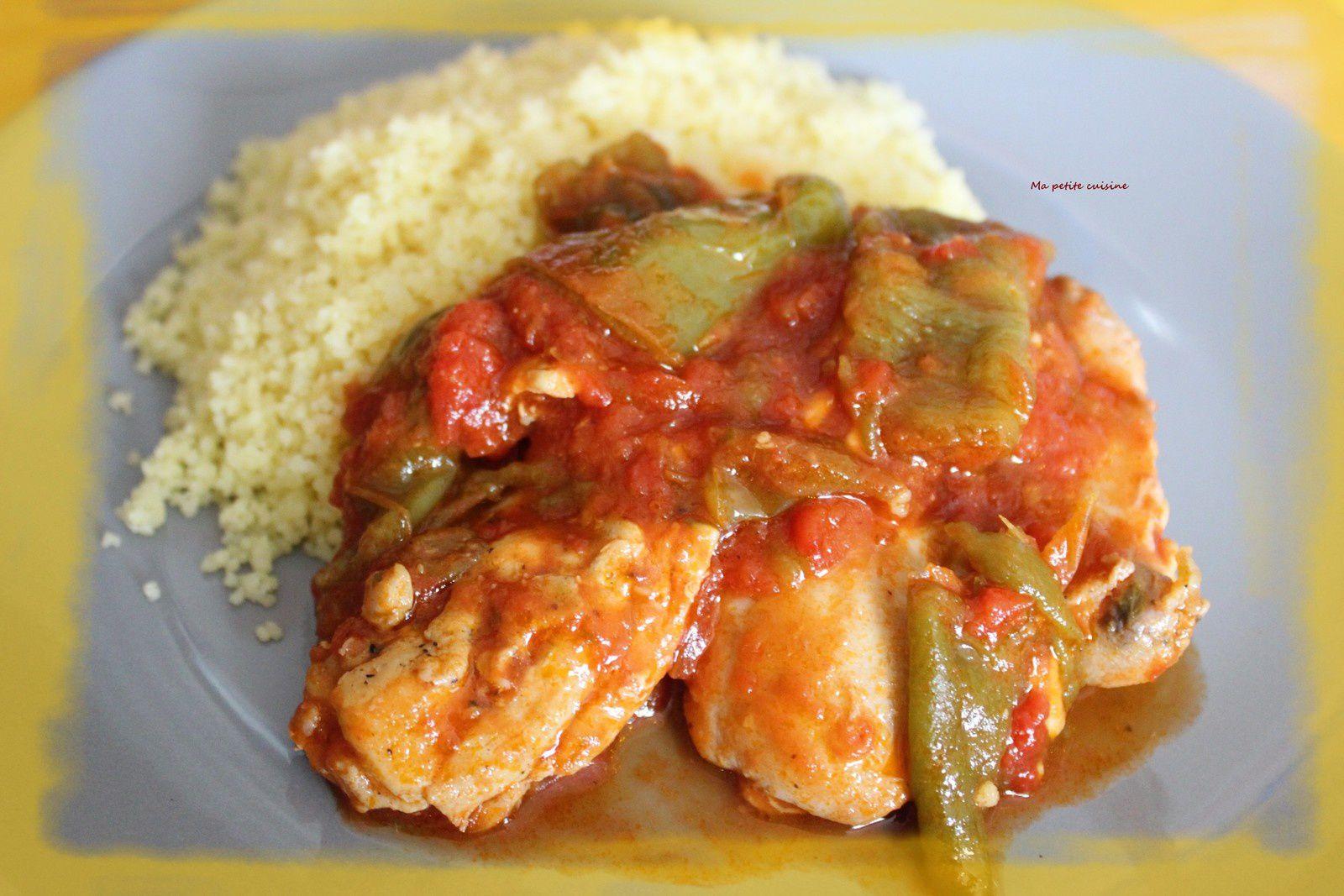 Sauté de poulet aux poivrons vert et tomates - recette espagnole