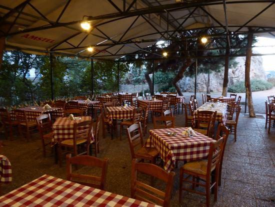 Taverne grecque typique.