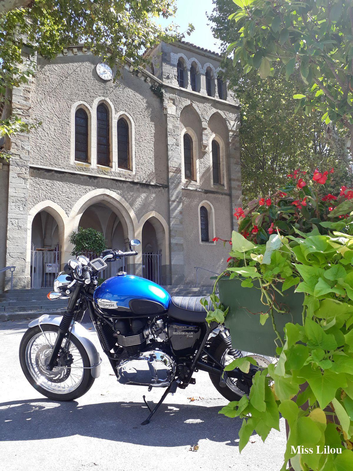 Moto au soleil, Carcassonne