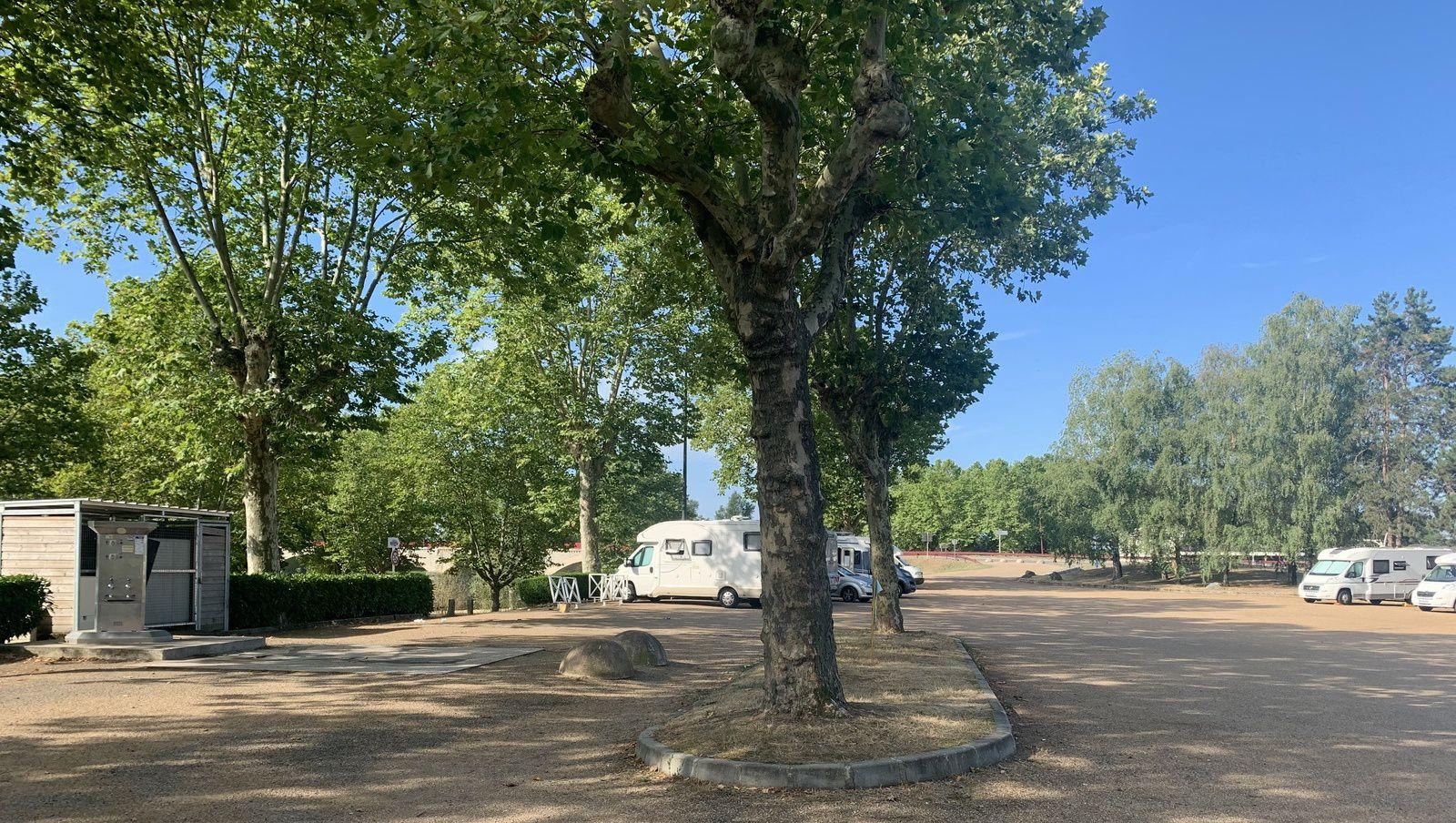 INDEX: 71 SAÔNE-ET-LOIRE * AIRES-DE-SERVICES & CAMPING