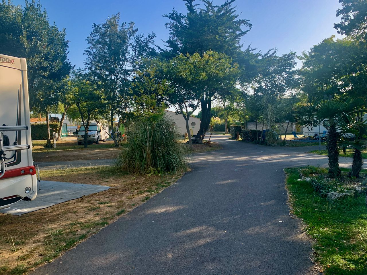 INDEX:17  CHARENTE-MARITIME * AIRES-DE-SERVICES & CAMPING
