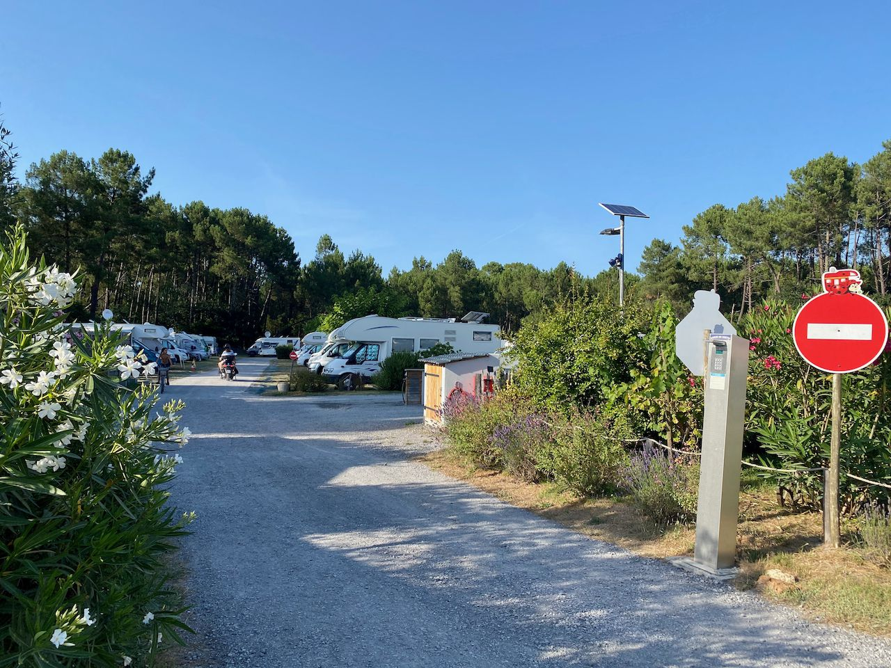 INDEX:33 GIRONDE  * AIRES-DE-SERVICES & CAMPING