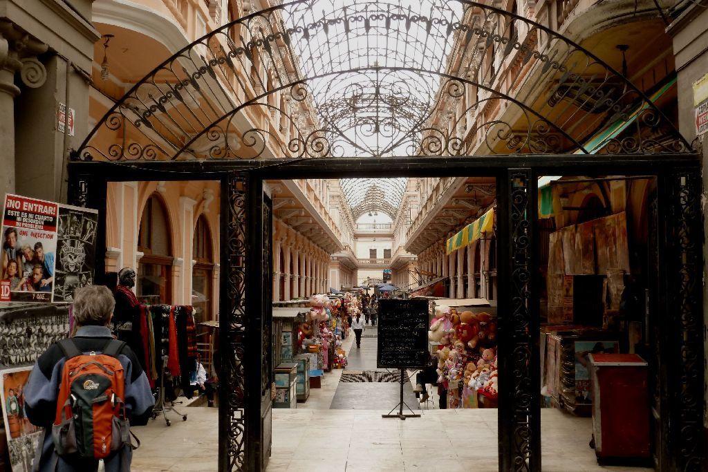 Une vieille galerie commerçante fin XIX ème