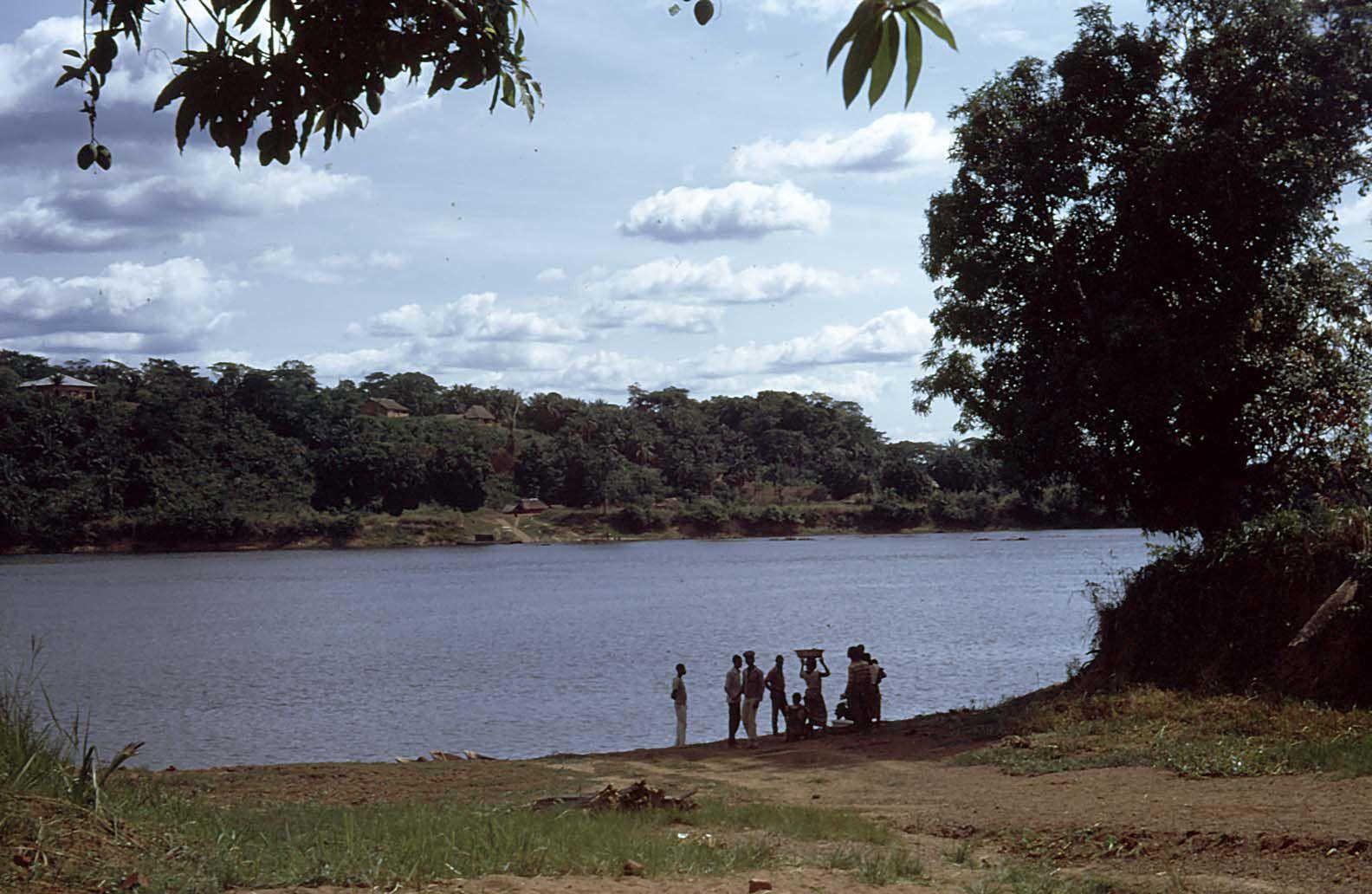 M : La Centrafrique et le Cameroun