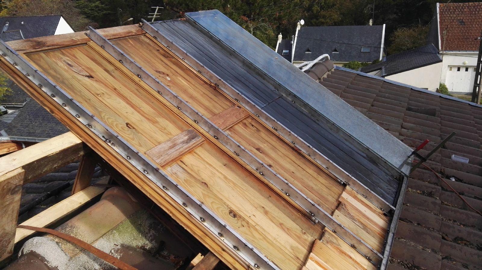 la partie en bois qui est sous les capteurs à très bien vieillie et n'a pas été changée