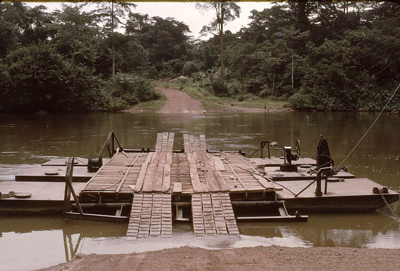 Le tour du Gabon (3) De Franceville à Akiéni