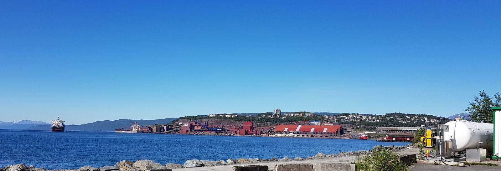 Narvik et l'usine LKAB  pour le chargement du minerai de fer suédois