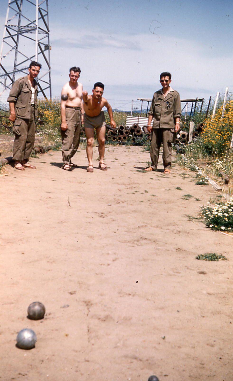 partie de pétanque à Kef Drari en 1958 PH CLP(votre serviteur à l'extreme gauche) la boule à la main notre ami  CLP .