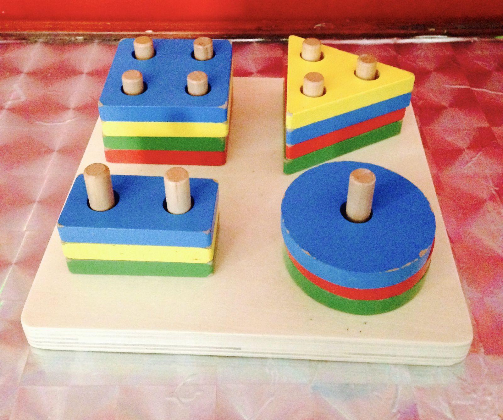 Composer des petites maisons avec les enfants d'âge préscolaire