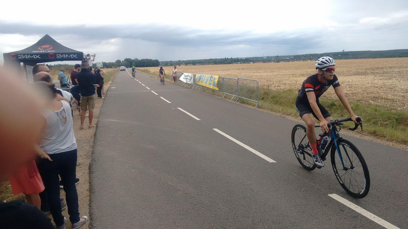 Régis Lebel (Beauvais Team Cycliste) vainqueur de la D1-D2 de St lubin des Joncherets (28)