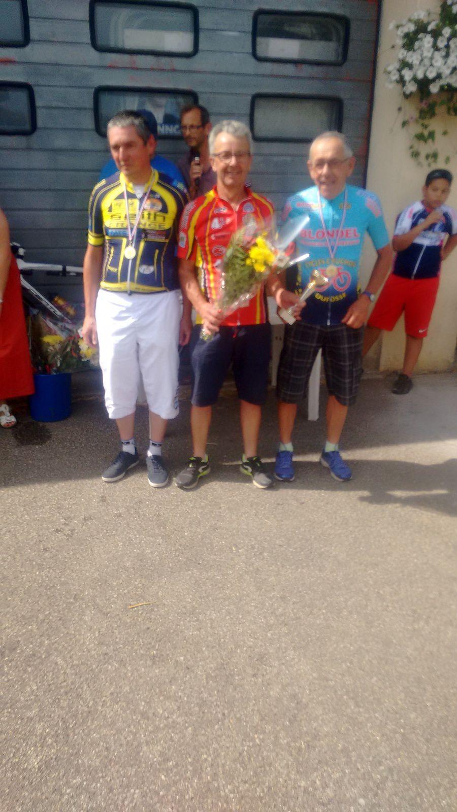 Course UFOLEP de Bois Le Roy (27) : victoire en 3 de Cyril Vaxelaire (C'Team chartres) et d'André Belliard (Dreux CC) en 4