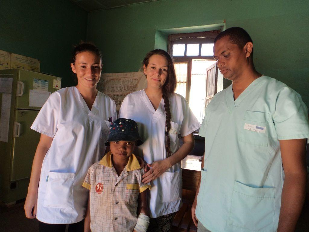 Cette petite fille s'appelle Lanja,elle a 8 ans, elle est malgache et elle a besoin de nous.