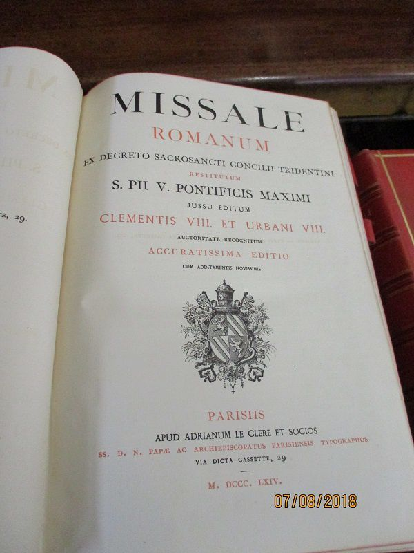 missale romanum.editionde 1864  le clere a paris .reliure de cuire noir a decord d une simple croix.. 225 € port compris