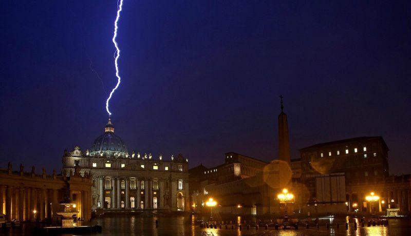 LE PERE MALACHI MARTIN ACCUSE DE HAUTS DIGNITAIRES DE LA HIERARCHIE A ROME DE PRATIQUER LE SATANISME.