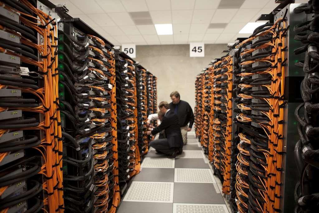 Les supercalculateurs — ici le IBM Blue Gene/Q — prennent aujourd'hui beaucoup de place. Demain, grâce à l'ADN, ils pourront peut-être se réduire à la taille d'un ordinateur de bureau. © Argonne National Laboratory, domaine public