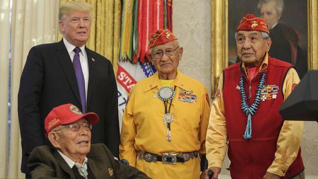 Trump reçoit les Indiens Navajo