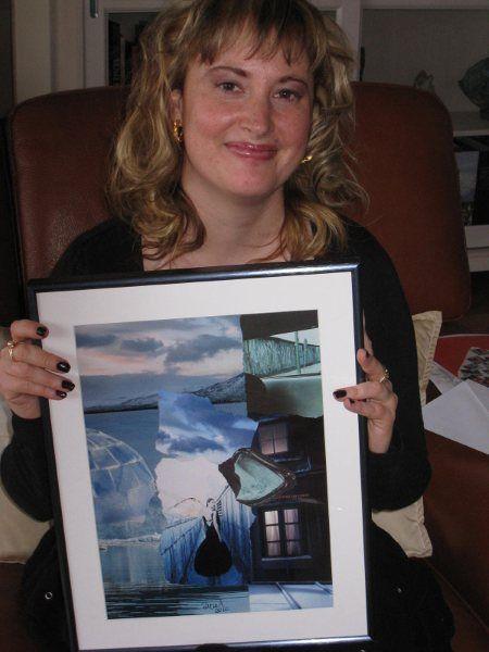 """© eMmA MessanA Les Collages d'eMmA MessanA. Le collage encadré """"Un ange sur ta route"""" arrive chez sa nouvelle propriétaire en Suisse."""