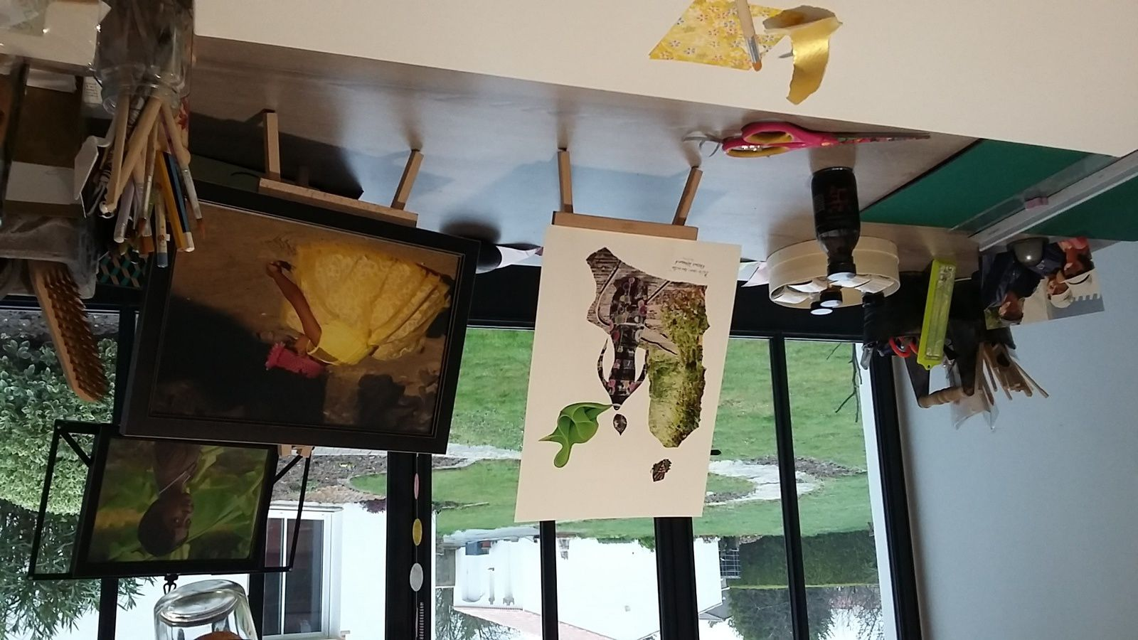 """Photo traditionnelle du collage prêt à sortir de l'atelier. """"Prête-moi tes ailes"""" © eMmA MessanA"""