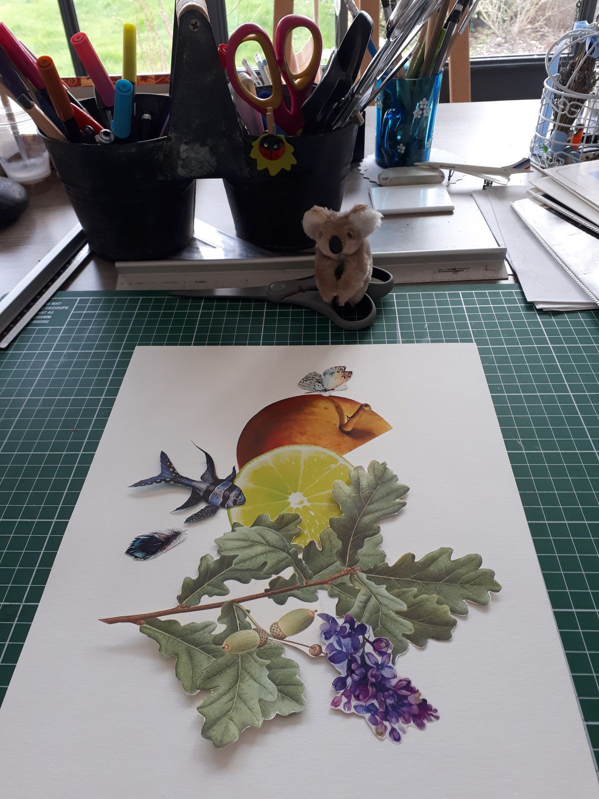 "Les Collages d'eMmA MessanA, dans l'atelier collage N°451 ""Bouquet 9"" en cours de composition © eMmA MessanA"