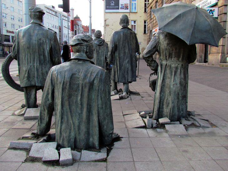 Danser les ombres à Wroclaw ou les surprenantes sculptures de Jerzy Kalina
