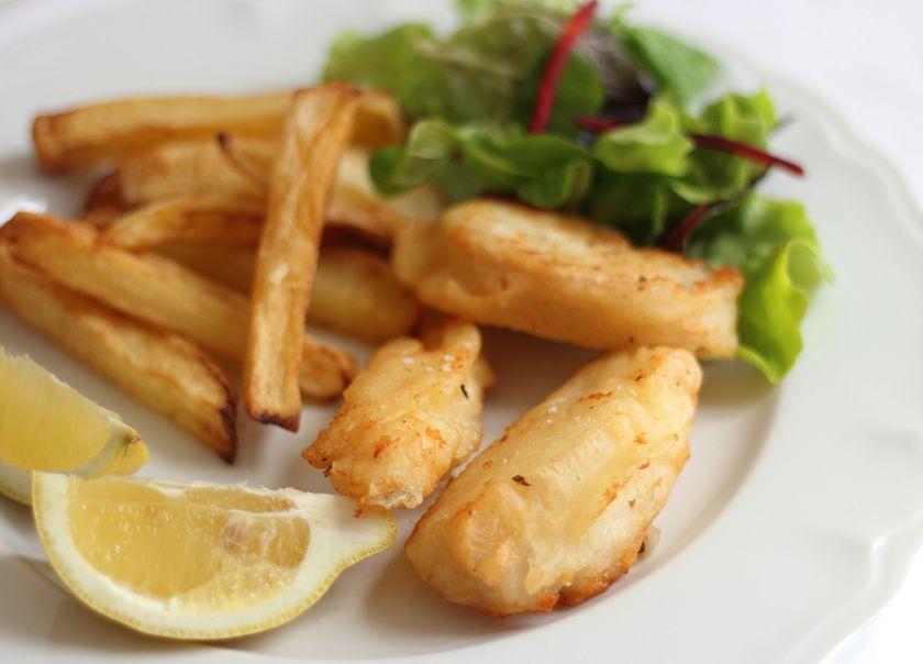 Fish and chips, sauce mayonnaise à l'aneth-câpre & sa salade fraîcheur