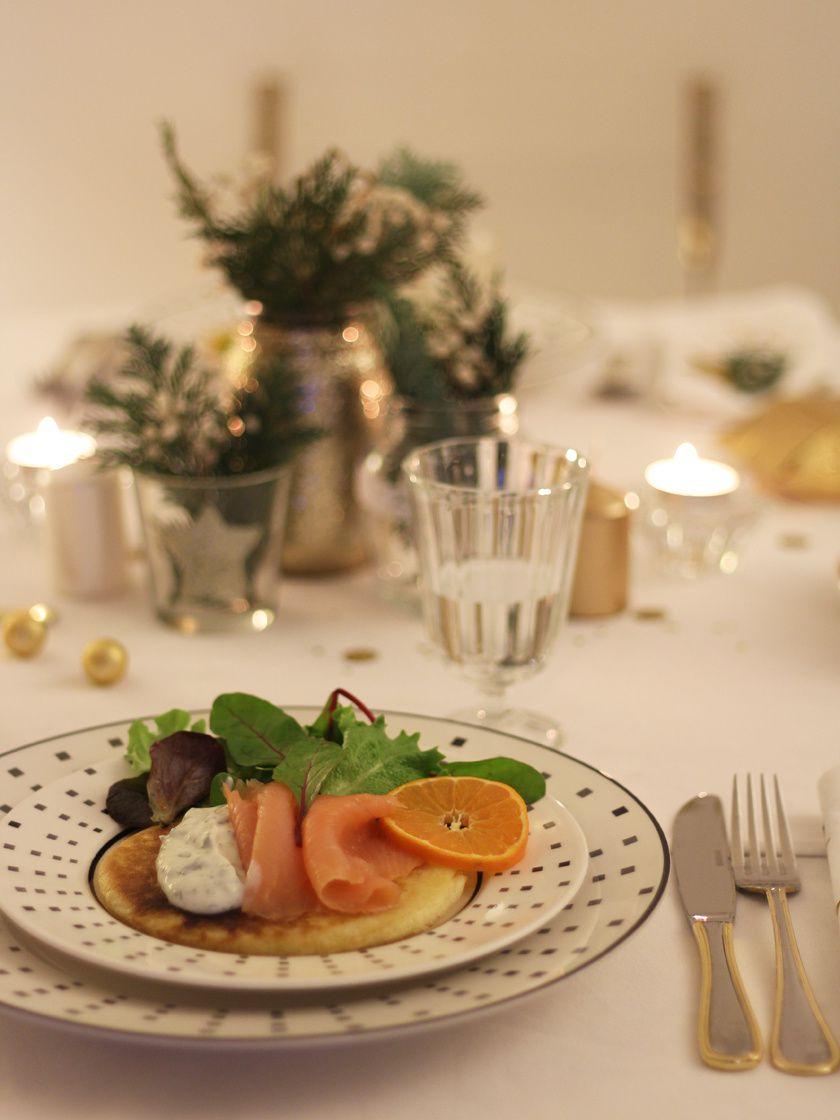 Une table élégante, sobre et dorée pour un réveillon à deux