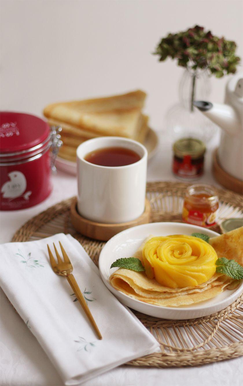 Crêpes à la vanille, confiture mangue-passion & fleur de mangue