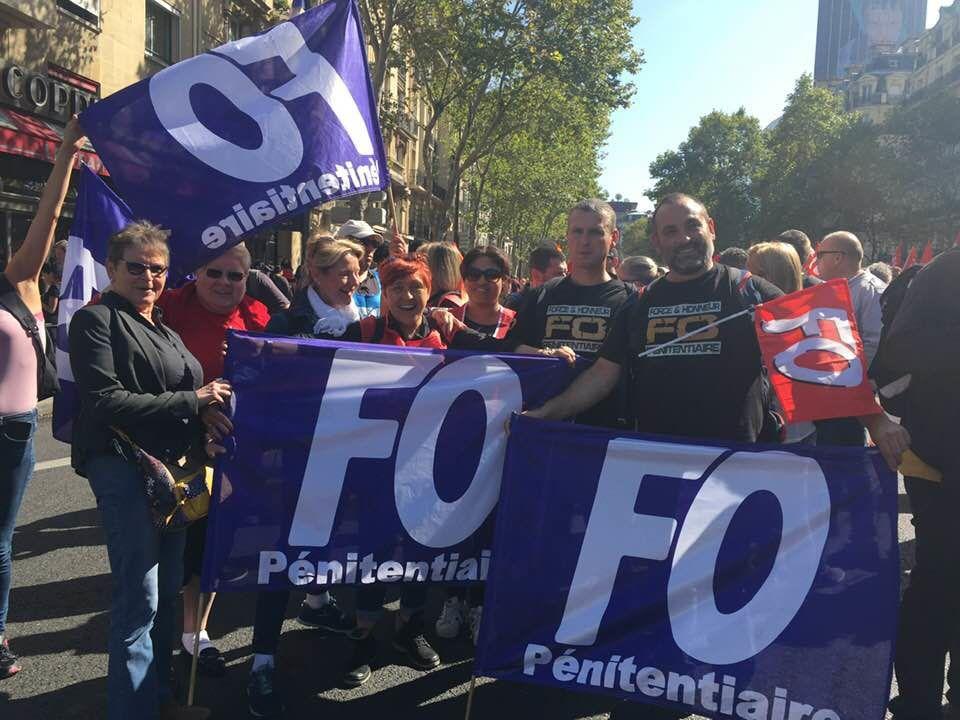 Des milliers de drapeaux Fo pour démontrer notre détermination à dire NON à la réforme des retraites. Le départ d'un grand combat.