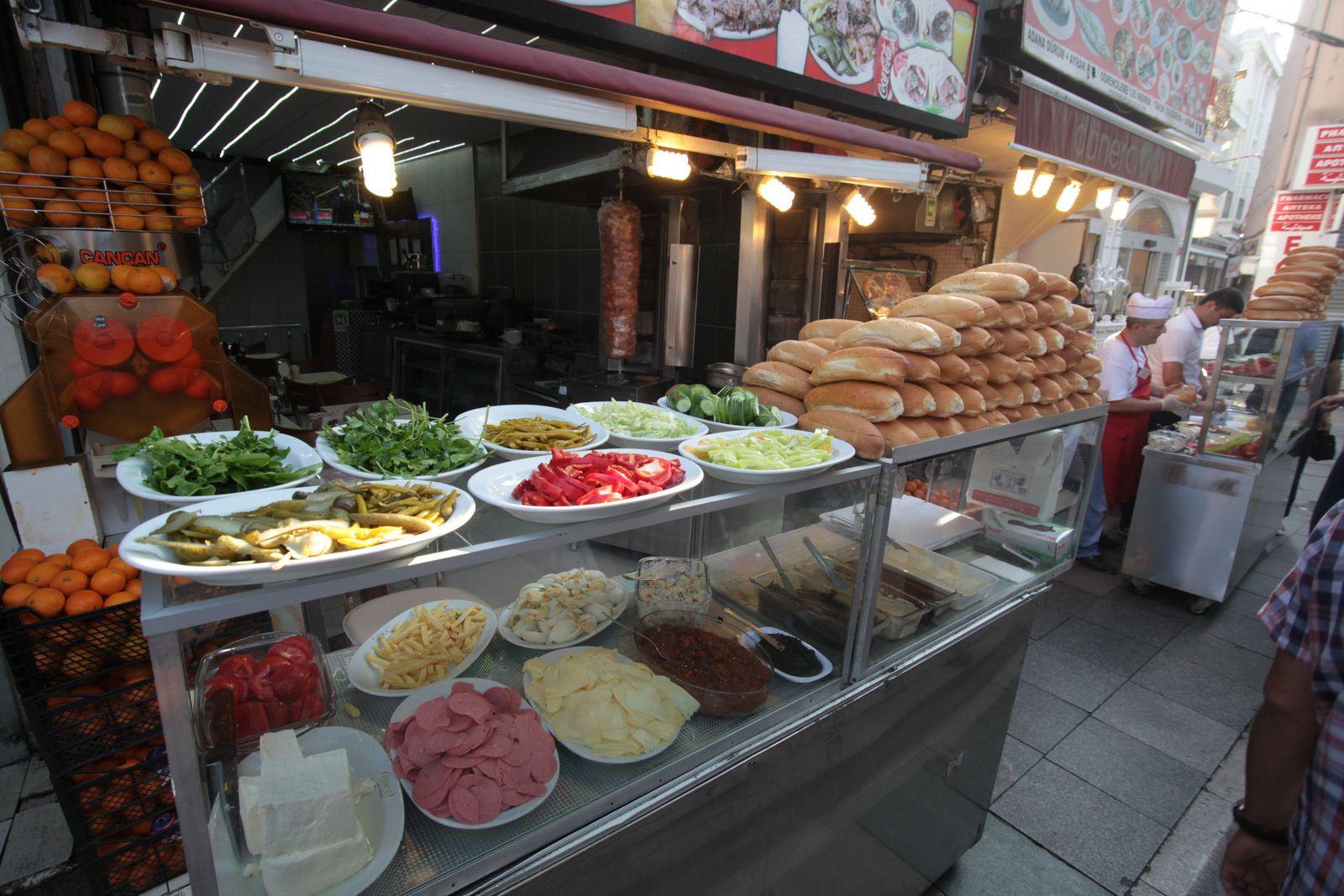 La Turquie, Istanbul, le Grand Bazar et des pommes en pleine poire.