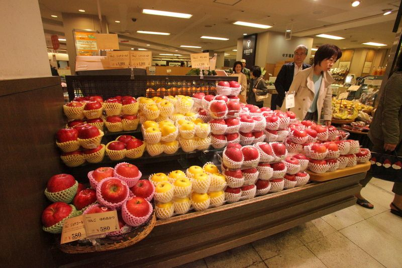 La longue marche des pommes, des kiwis et des autres fruits et légumes de France vers les étals de Chine, du Japon et d'ailleurs.