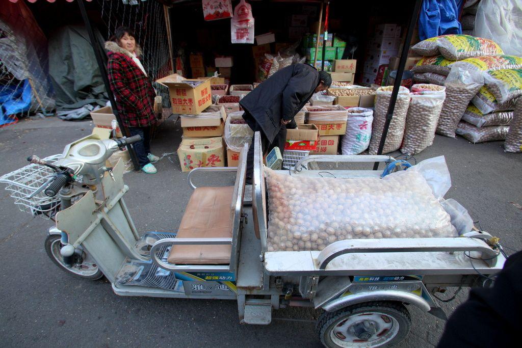 Tchin Chine. Ou quand les fruits et légumes de France trinquent hardiment avec le pékin moyen et supérieur.