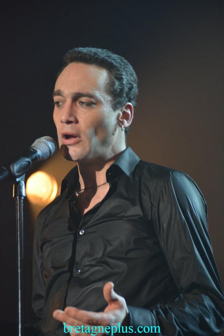 La voix de Johnny avec Jean Baptiste Guegan en concert au Casino du Val André