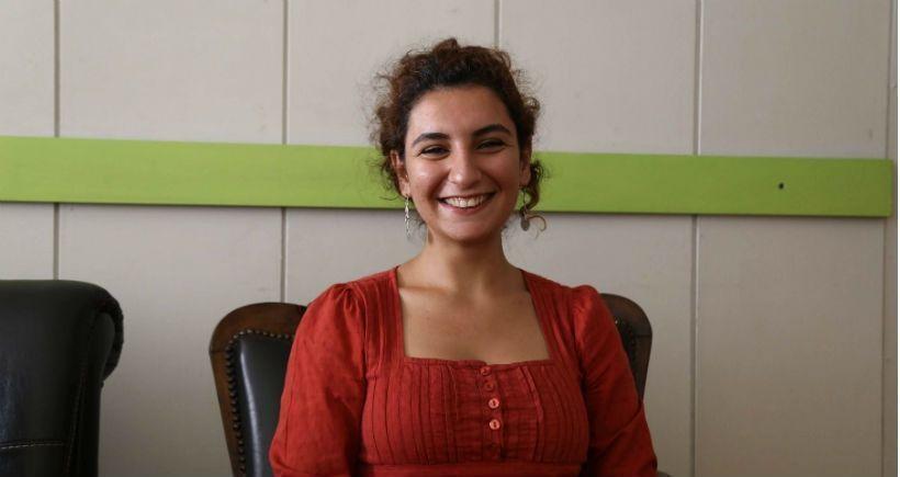 Les jeunes victimes de Suruç ont un nom, un visage: Hatice Ezgi Saadet, 20 ans, de milieu alévi, étudiante en histoire de l'art  à l'université Mimar Sinan à Istanbul, membre de Sosyalist Gençlik Dernekleri Federasyonu. Elle était heureuse de participer à la reconstruction de Kobanê, de participer à une révolution, en tant que femme et féministe