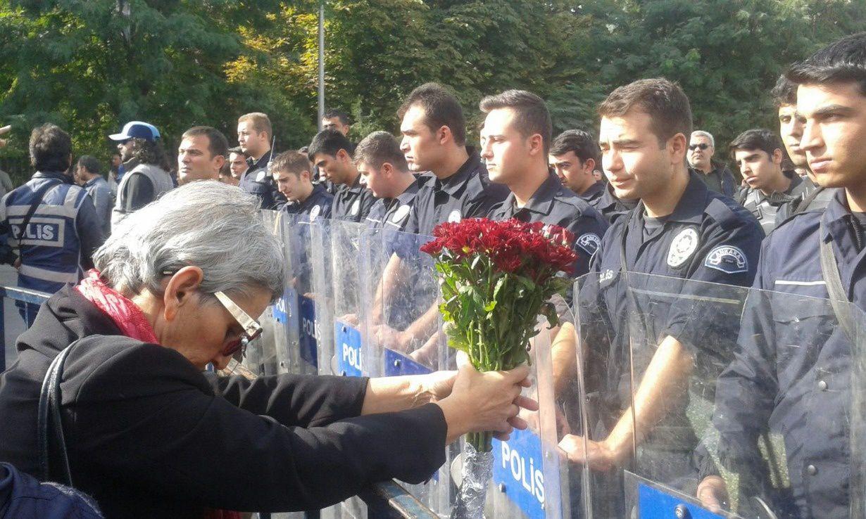 Ankara, sur les lieux de l'attentat. Photo publiée par sendika.org, 11 octobre 2015