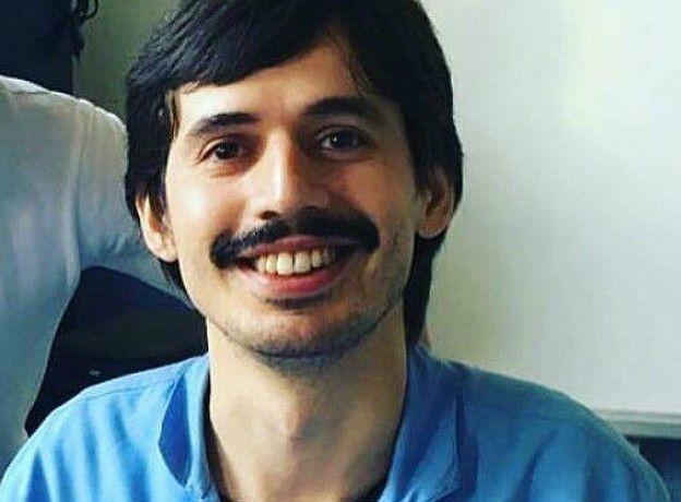 Hüseyin Tunç était professeur de lycée. Il était venu à l'aéroport pour accueillir un ami. Hüseyin était orphelin de père et par son salaire payait les études de ses frères et soeurs.